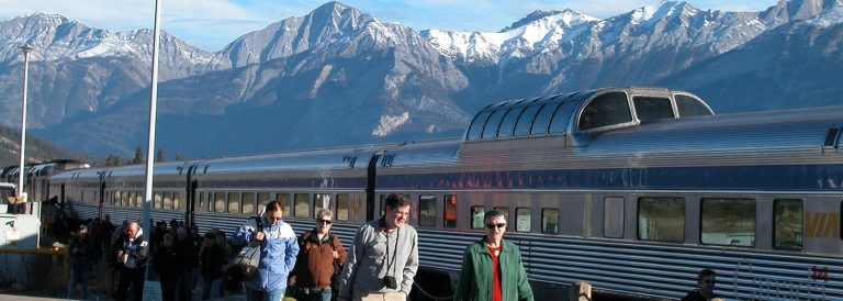 Why is a Rail & Coach Tour the Best Option to Explore the Rockies?